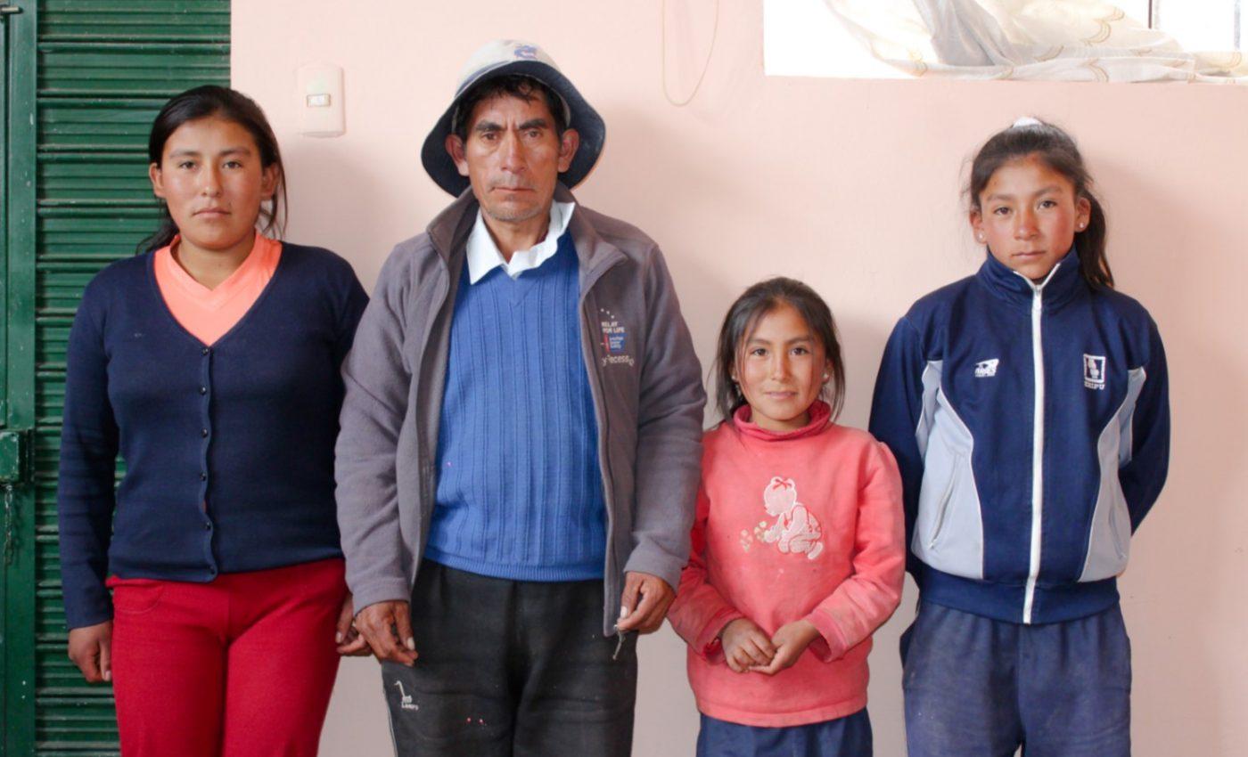 FAMILIA BANDERA TAPIA_MARÍA_FRANCISCO_CARLA_JUANA